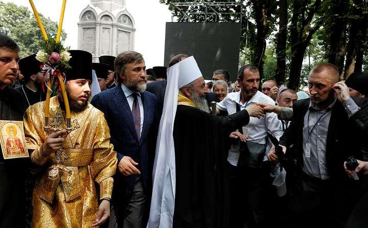 Представник Опозиційного блоку Вадим Новінський сьогодні очолив Хресний хід московської церкви