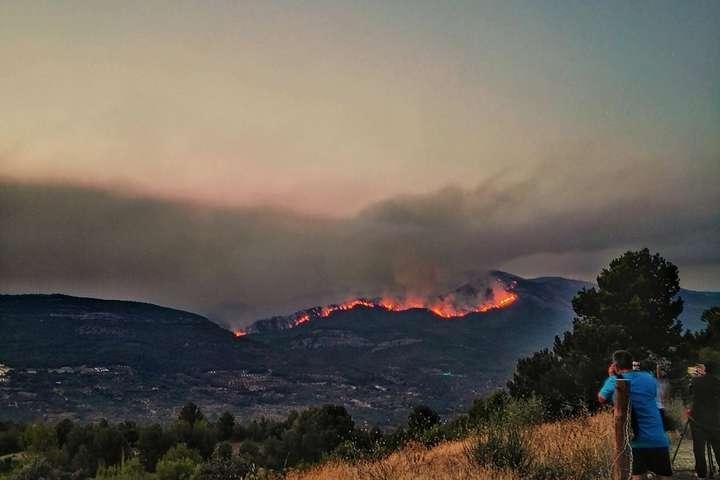 В Іспанії спалахнула лісова пожежа, евакуйовано близько 300 осіб