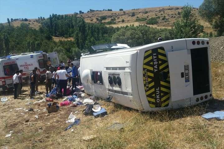 УТуреччині перекинувся туристичний автобус, понад два десятки поранених