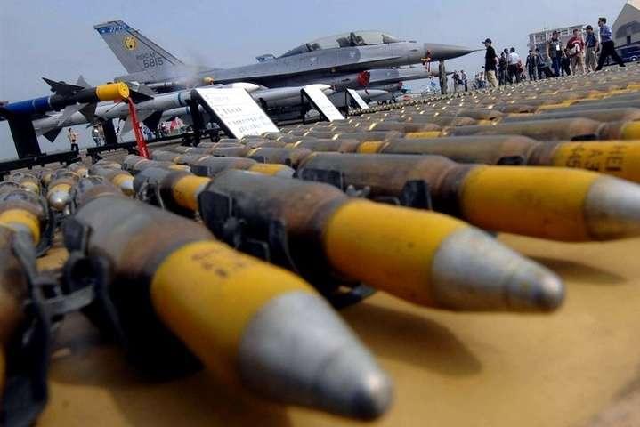 ЗМІ: Пентагон і Держдеп розробили план надання зброї Україні