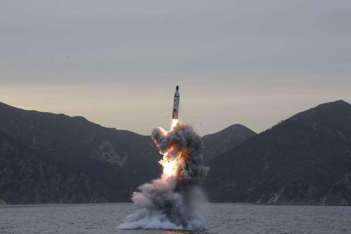 США зафіксували «вкрай незвичайну активність» підводного човна КНДР