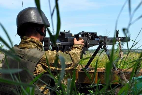 Штаб АТО: Бойовики наДонбасі активізували обстріли, поранено одного військового