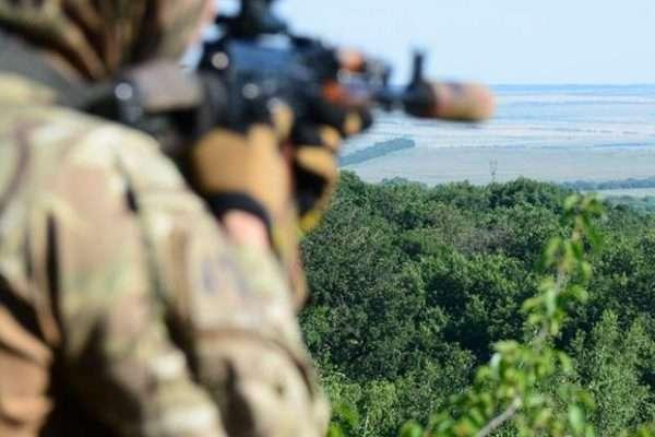 Окупанти гатили з120-мм мінометів біля селища Піски, одного військового поранено