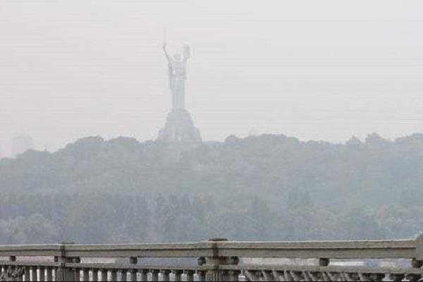 Через спеку і забруднення димка, щоохопила Київ, протримається до кінця тижня