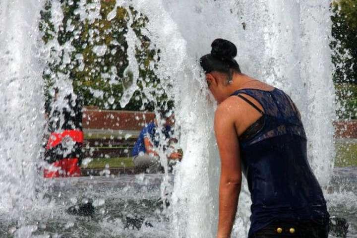 Синоптики попередили про сильну спеку в шістьох областях України