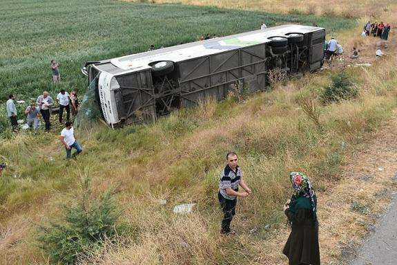 УТуреччині перекинувся автобус: загинули 6 людей, 36 травмовані