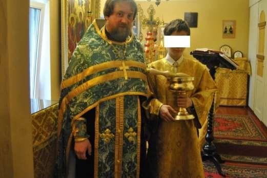 ЗМІ: У Білорусі затримали російського священика вкомпанії повій