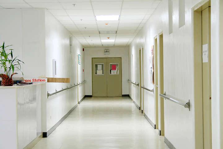 УБорисполі звільнений травматолог, у п'яному вигляді брав постраждалих уДТП