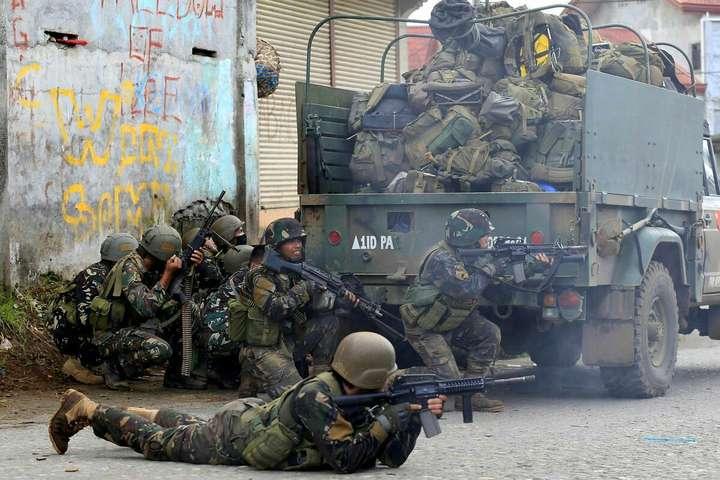 <p>Урядові війська Філіппін під час протистояння з бойовиками «Ісламської держави» Об этом сообщает <a href=