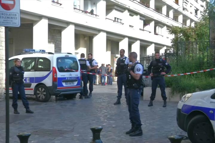 Біля Парижа чоловік наїхав нагрупу військових, є поранені