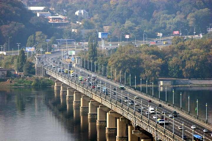 УКиєві обмежать рух помосту Патона до15 серпня