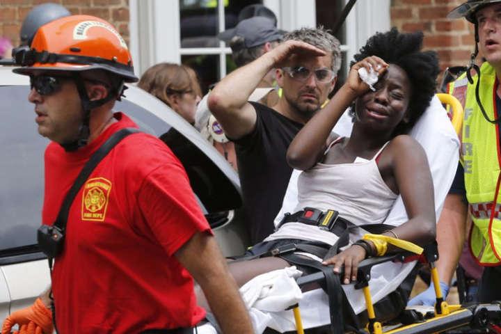 Через інцидент з автомобілем було госпіталізовано близько 30 людей