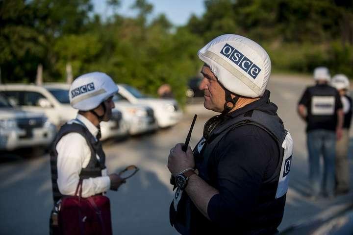УЛуганській області невідомий зі зброєю прогнав спостерігачів місії ОБСЄ