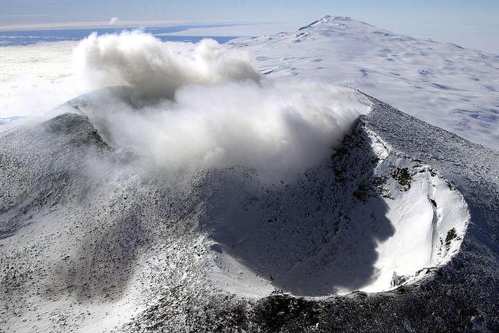 Вчені знайшли майже сотню нових вулканів вАнтарктиді