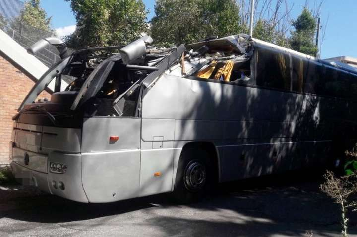 Автобус із туристами врізався в міст уРимі