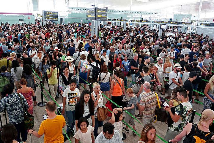 Працівники аеропорту Барселони починають безстроковий страйк