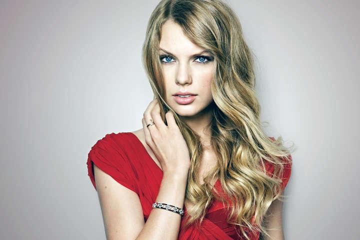 Тейлор Свіфт виграла суд проти діджея-збоченця, який мацав її зазад