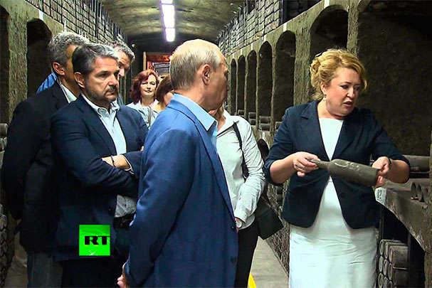 Україна просить аукціон Sotheby's оцінити пляшку вина врожаю 1775 року, яку Путін видудлив разом з Берлусконі у Криму