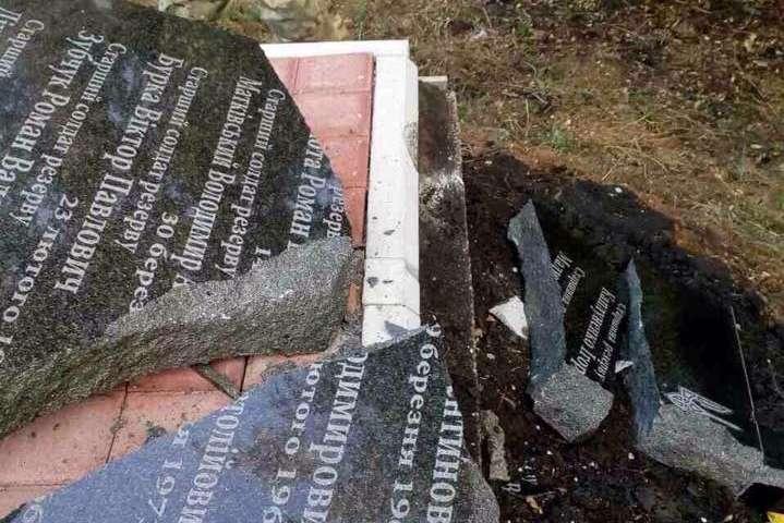 НаДонеччині розбили пам'ятник бійцям батальйону Кульчицького