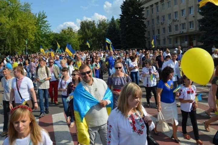 Тисячі людей з українською символікою на Донбасі. Що з ними робитимуть  бойовики  f48880cdecbf4