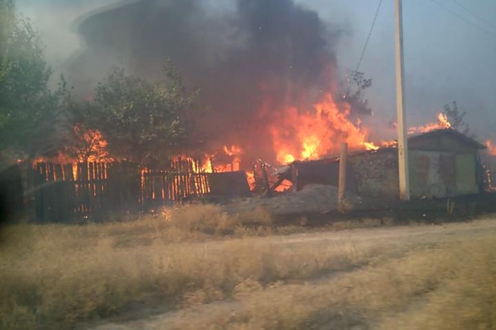 З Московії на окуповану Луганщину прийшла степова пожежа і знищила 32 будинки