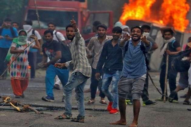 В Індії через масові протести проти вироку суду ввели комендантську годину