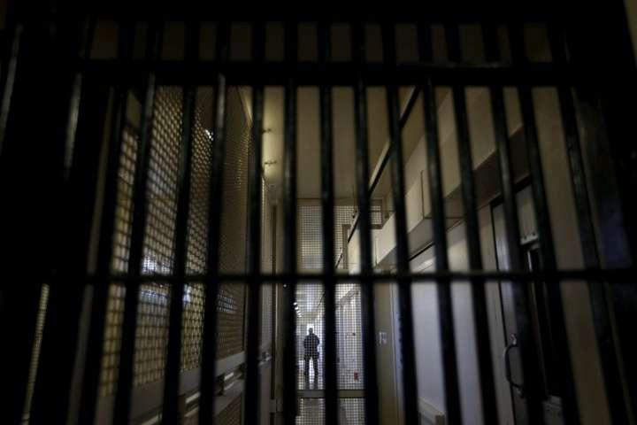 Вбивство уЧернігівському СІЗО: ув'язненого забили напрогулянці