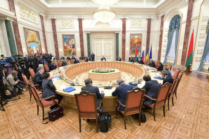 У Мінську почалося засідання Тристоронньої контактної групи зі врегулювання ситуації наДонбасі