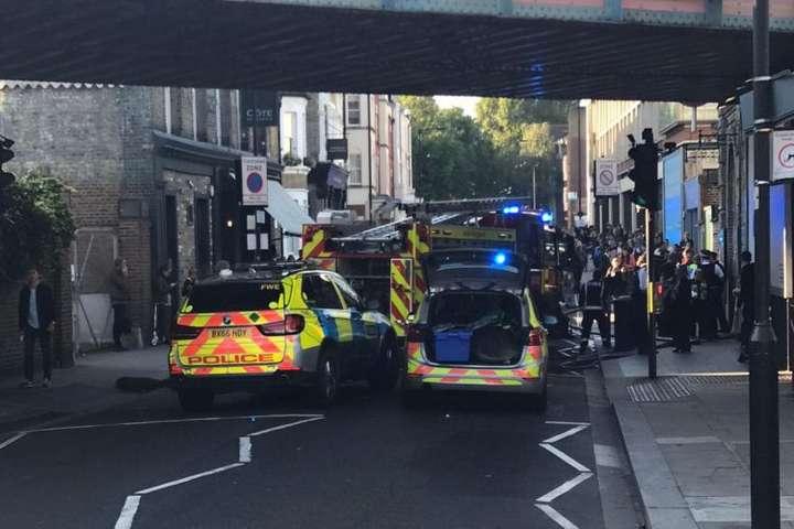 Британська поліція розслідує вибух уметро Лондона яктеракт