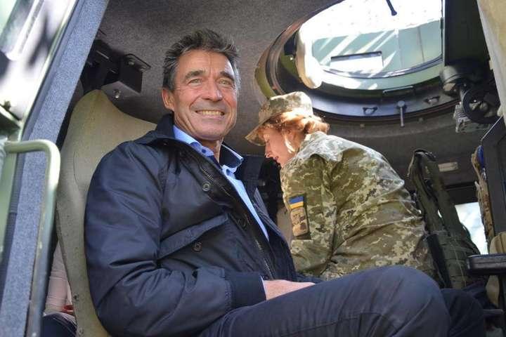 На Донбасі висадився іноземний десант, очолюваний екс-генсеком НАТО