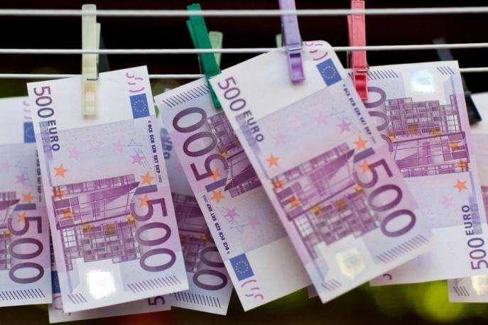 100 тис. євро вканалізацію Женеви змили дві жінки з Іспанії
