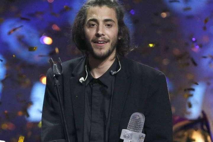 Победитель Евровидения-2017 находится при смерти из-за сложностей  ссердцем