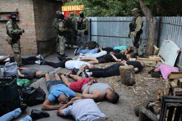 У Кропивницькому поліція затримала 27 озброєних учасників кримінальної «сходки»