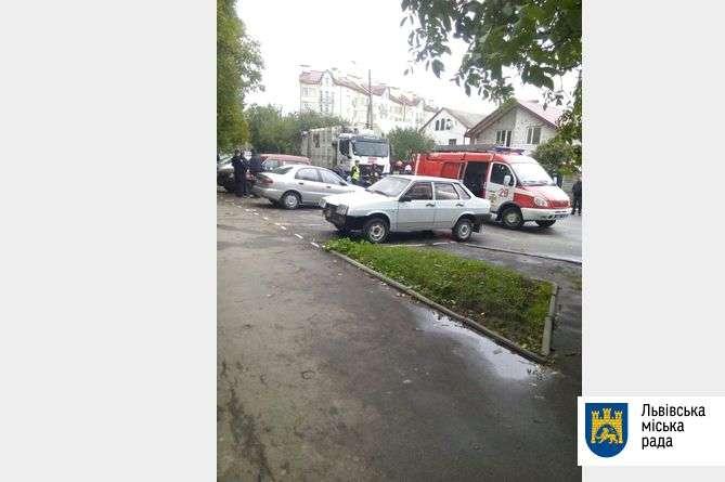 УЛьвові сміттєвоз наїхав надвох жінок: фото з місця смертельної аварії