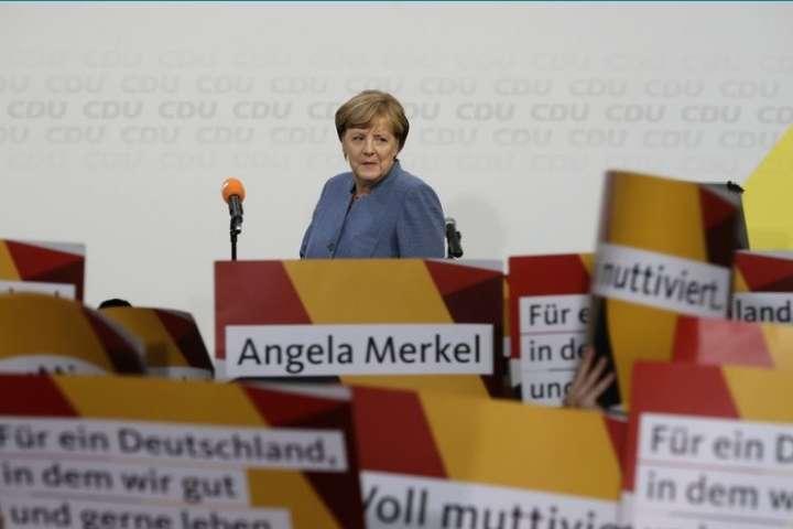 Партія Меркель лідирує навиборах у Німеччині