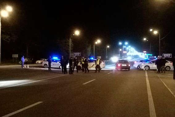 Національна поліція перекрила дороги унапрямку, делунають вибухи на війькових складах
