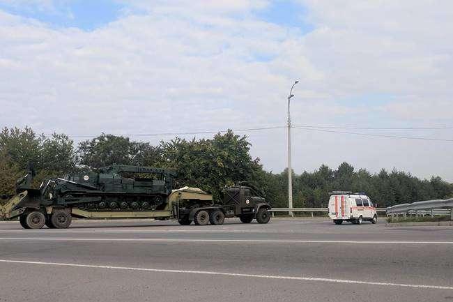 До військового містечка після вибухів уКалинівці почали повертатися люди