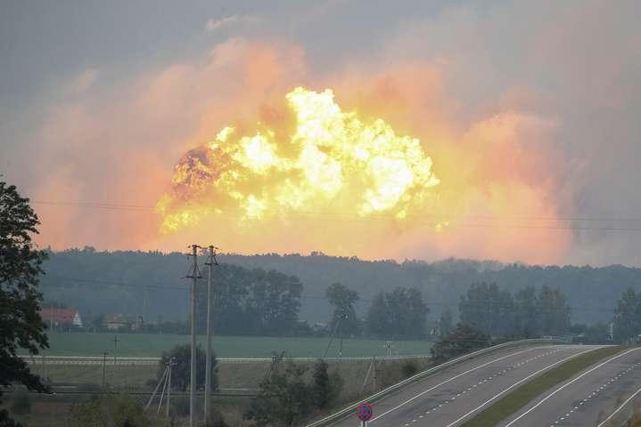 Причиною вибухів вКалинівці міг стати детонатор— Луценко