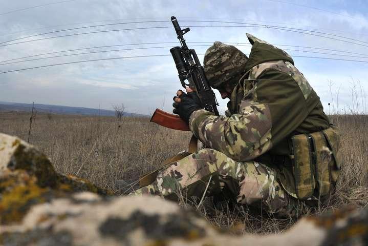 Міноборони: Упродовж доби наДонбасі загинув один український військовик, поранених немає