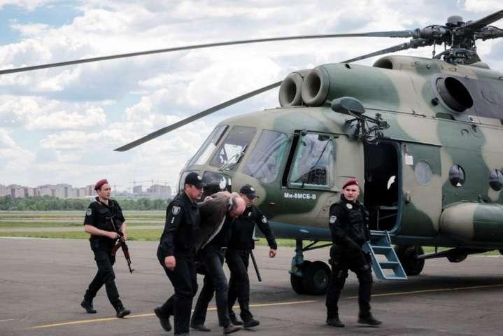 Луценко: 46 податківців часів Януковича підозрюються врозкраданні 100 мільярдів гривень