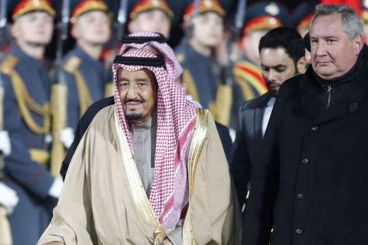 Історичний конфуз уМоскві: укороля Саудівської Аравії зупинився трап