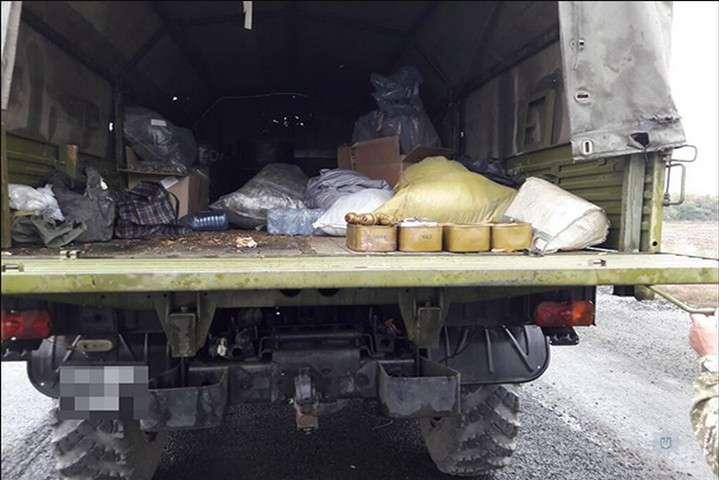 Ніяких документів на небезпечний вантаж водій надати не зміг