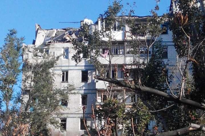 Пошкоджений будинок у Донецьку