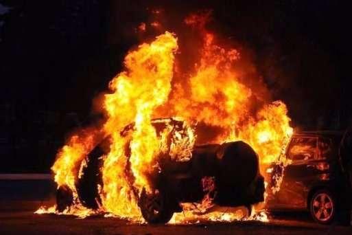 УКиєві підпалили автомобіль міністерства внутрішніх справ,— ЗМІ