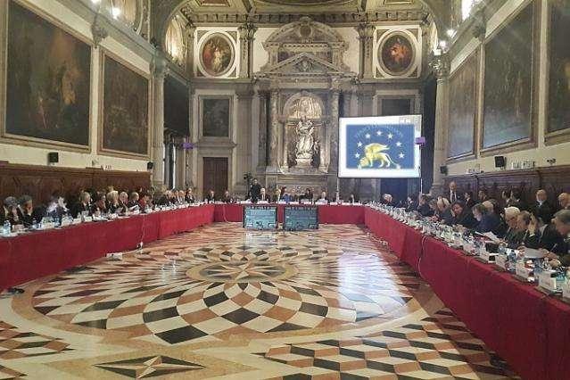 Законопроект 6011 про антикорупційні суди має бути відкликаний, - Венеціанська комісія