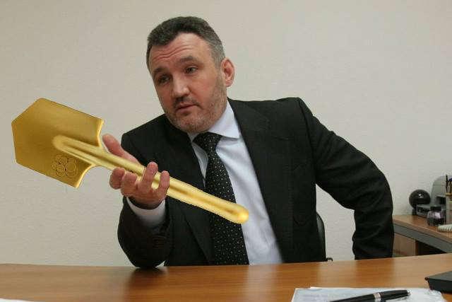 Власнику золотої лопати Кузьміну повідомили про підозру та оголосили в розшук