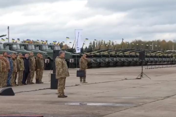 Порошенко: Нам битаке озброєння, таку армію і таку техніку 2014 року