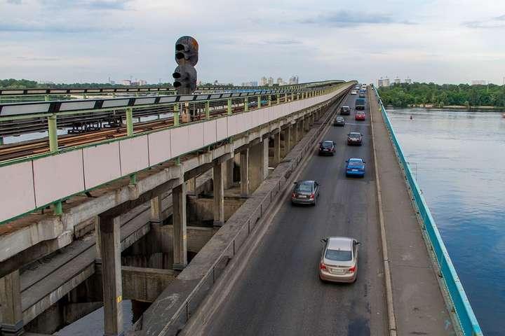 УКиєві сьогодні вночі обмежать рух транспорту Південним мостом