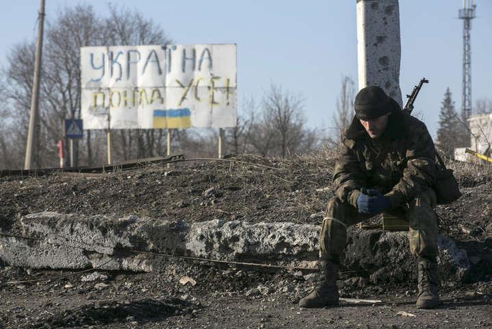 Обстановка наДонбасі залишається напруженою: двоє українських військових дістали поранення— штаб АТО