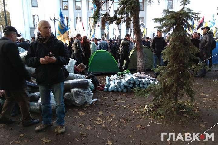 Мітинг уКиєві: активісти привезли під Раду польову кухню